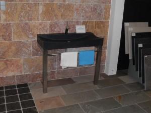 Natuursteen wastafel met RVS onderstel