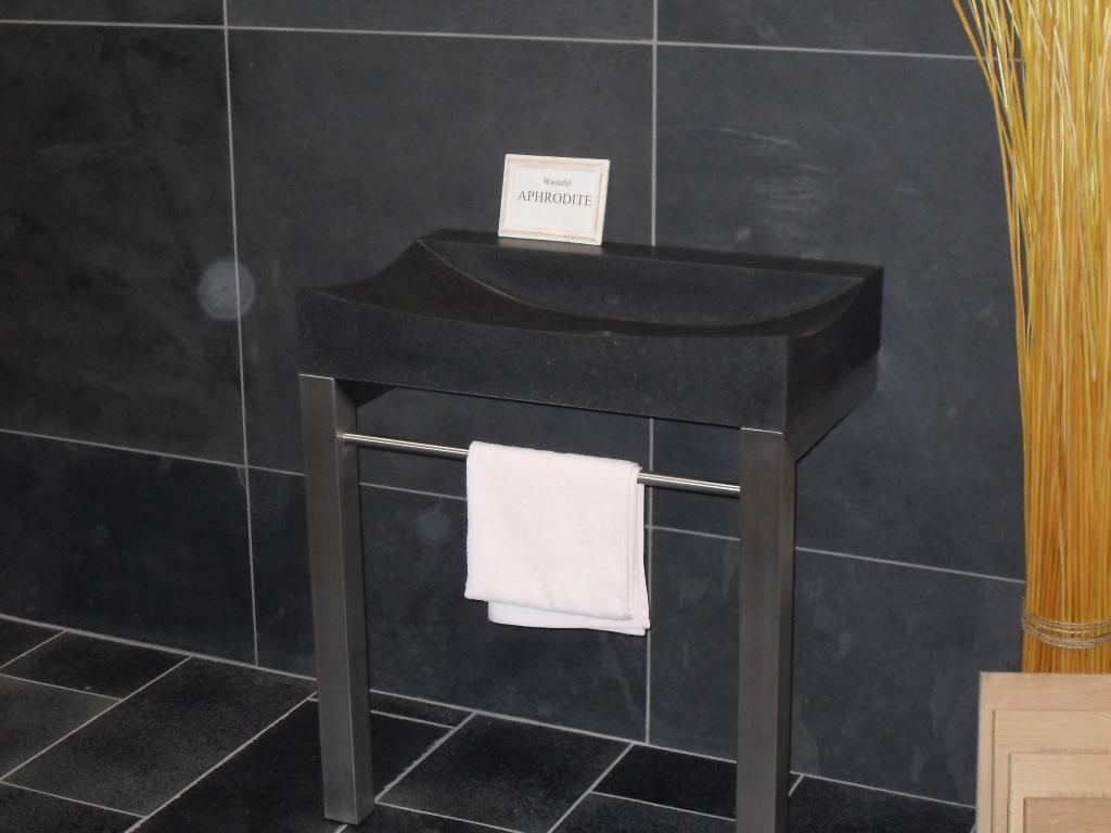 Wastafel Natuursteen : Natuurstenen wastafels Waskommen Belgisch ...